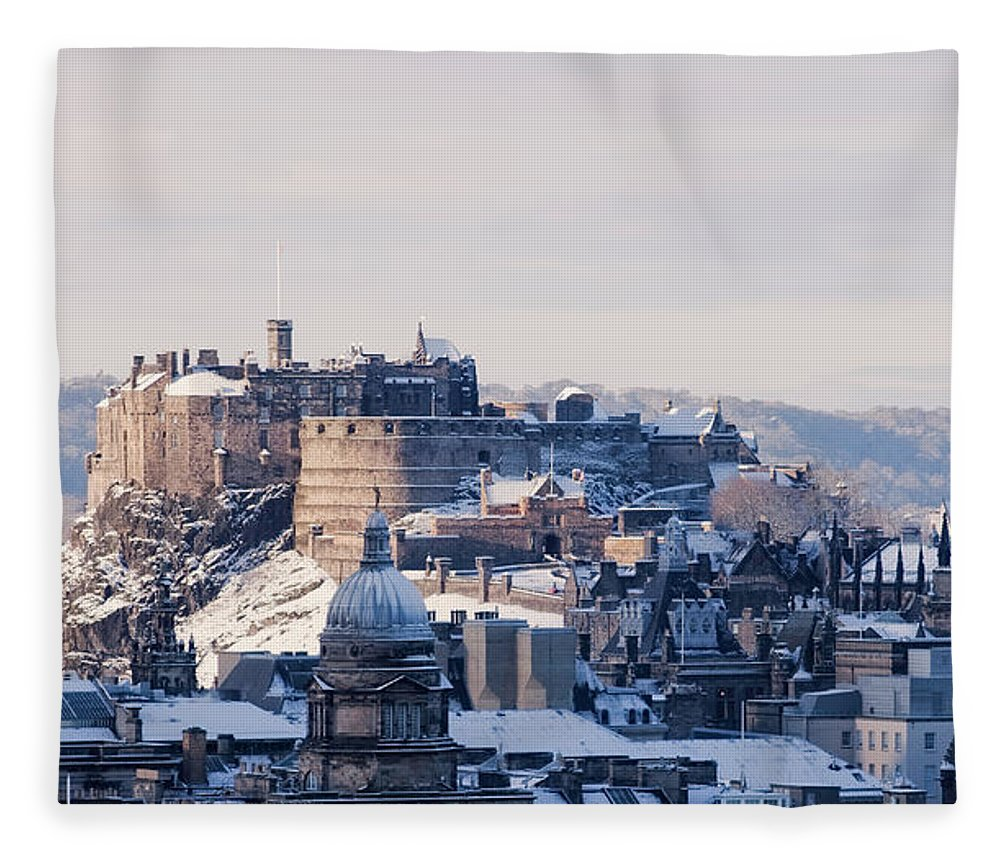 Snow Fleece Blanket featuring the photograph Edinburgh Castle by Davidhills
