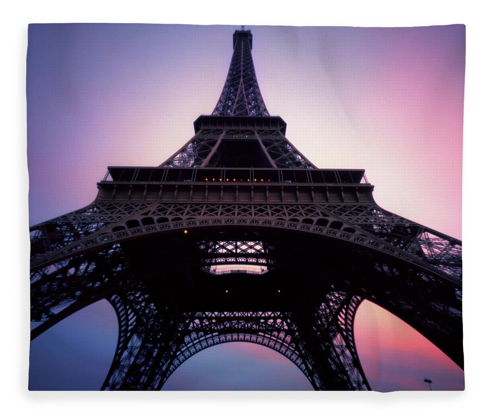 Arch Fleece Blanket featuring the photograph Eiffel Tower At Sunset by Zeb Andrews