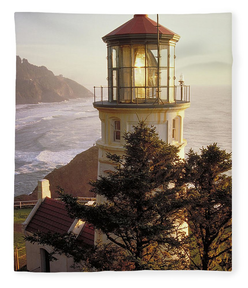 Scenics Fleece Blanket featuring the photograph Heceta Head Lighthouse by Wbritten
