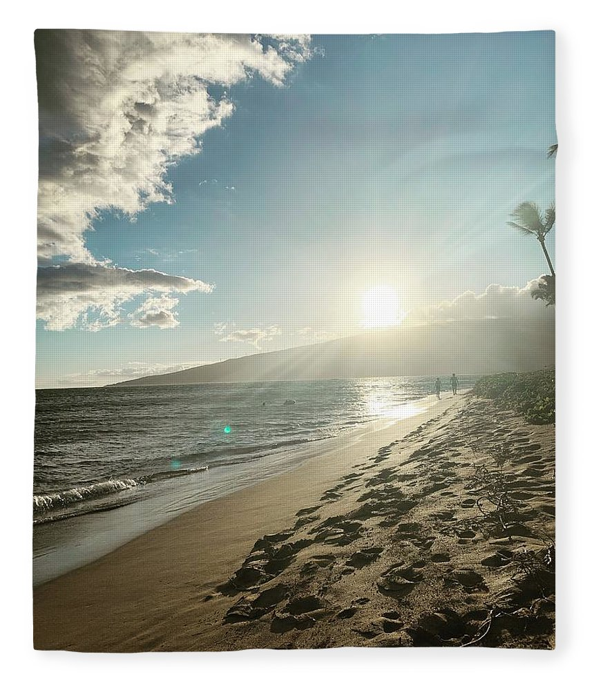 Hawaii Fleece Blanket featuring the photograph Maui by Kristin Rogers