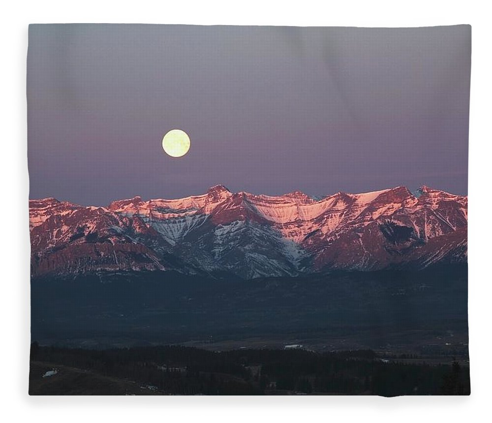 Front Range Fleece Blanket featuring the photograph Moon Set Over Front Range Mountains by Design Pics / Michael Interisano