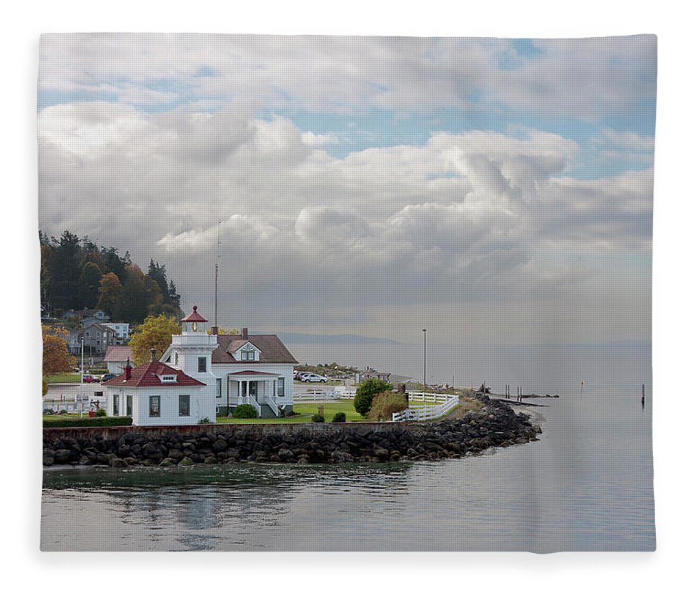 Water's Edge Fleece Blanket featuring the photograph Mukilteo Lighthouse On Puget Sound by Stevedf