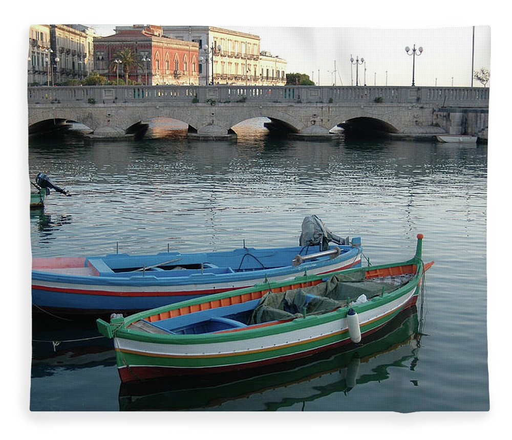 Arch Fleece Blanket featuring the photograph Ortigia by Francesco Santo