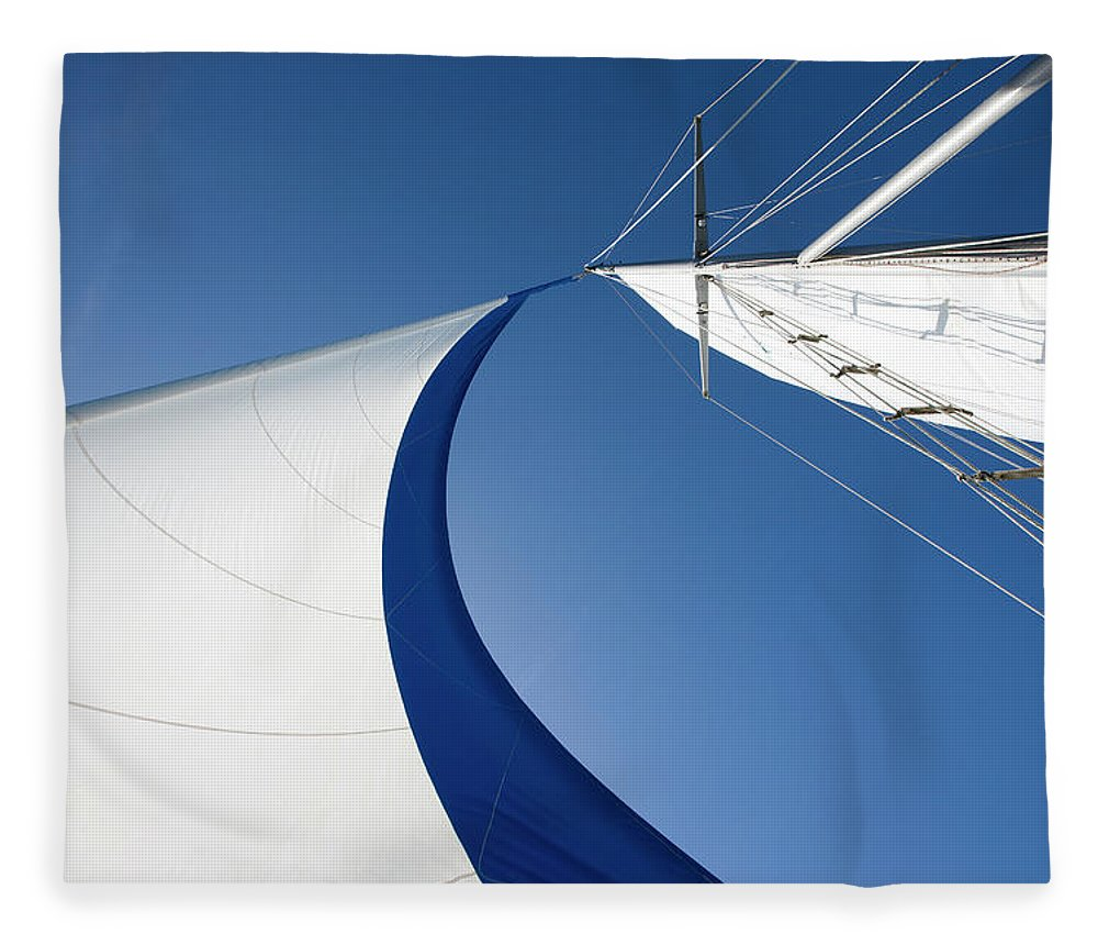 Curve Fleece Blanket featuring the photograph Sailing by Tammy616