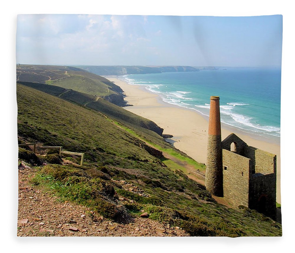 Water's Edge Fleece Blanket featuring the photograph Scenic Cornwall - St Agnes Head by Chrisat
