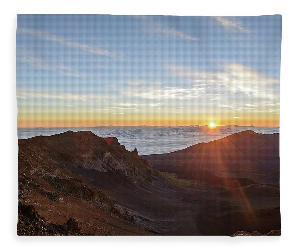 Scenics Fleece Blanket featuring the photograph Sunrise At Haleakala by Photo By Robert Vaughn