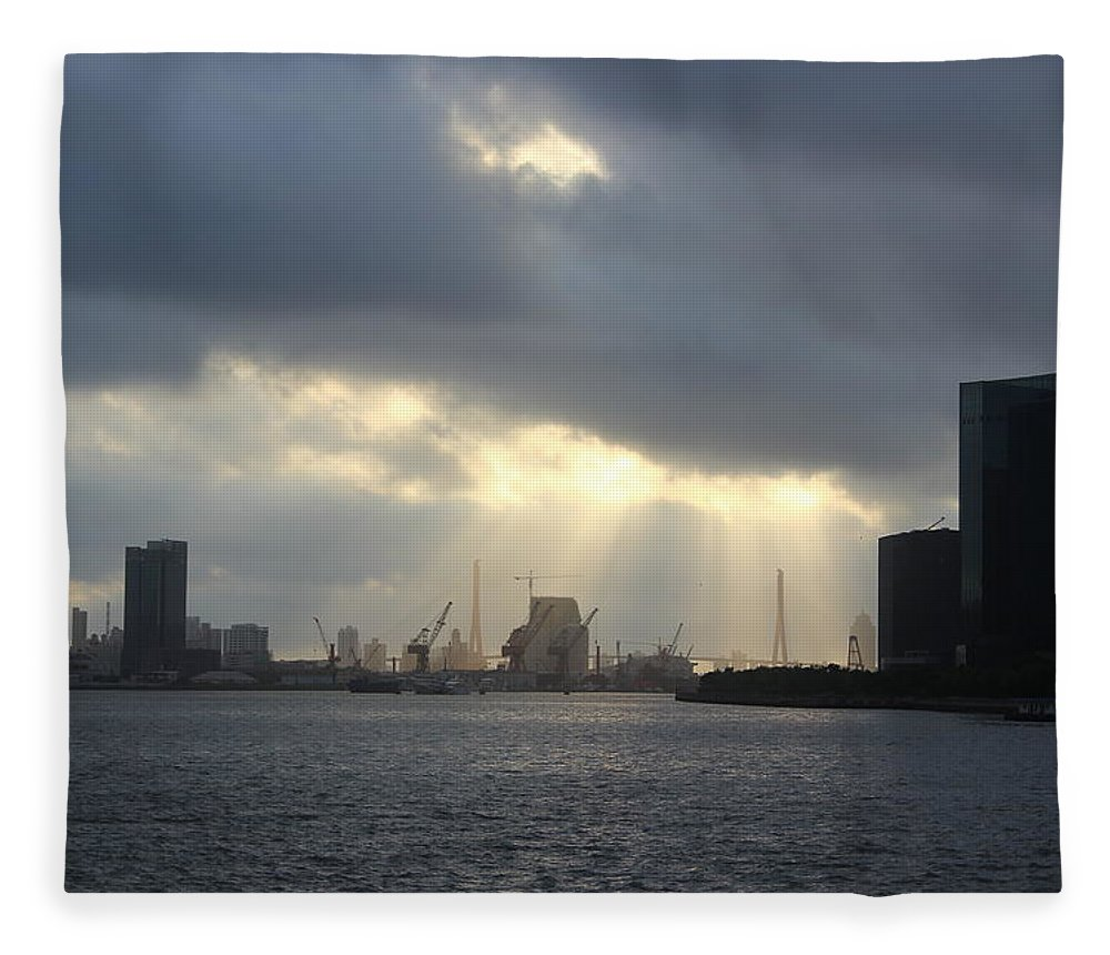 Tranquility Fleece Blanket featuring the photograph Sunrises On The Bund Img_2525 by Xiaozhu Yuan
