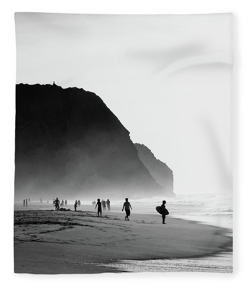 Water's Edge Fleece Blanket featuring the photograph Waiting For Wave by Daniel Kulinski