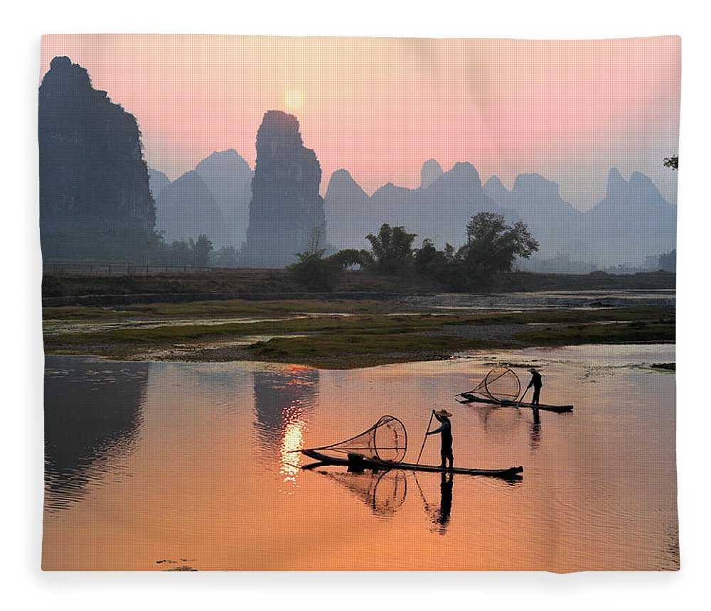 Chinese Culture Fleece Blanket featuring the photograph Yangshuo Li River At Sunset by Kingwu