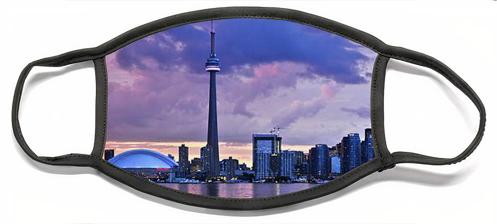 toronto-skyline-elena-elisseeva.jpg?&targetx=-382&targety=0&imagewidth=1469&imageheight=495&modelwidth=704&modelheight=495&backgroundcolor=576DCB&orientation=0&producttype=facemaskflat-large&v=5