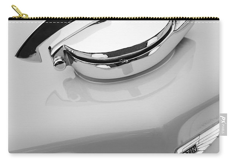 1939 Aston Martin 15-98 Abbey Coachworks Swb Sports Grille Emblem Carry-all Pouch featuring the photograph 1939 Aston Martin 15-98 Abbey Coachworks Swb Sports Grille Emblem by Jill Reger