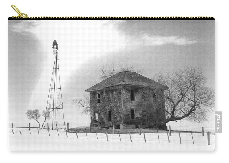 Abandoned Carry-all Pouch featuring the photograph Abandoned Farmhouse by Richard Kitchen