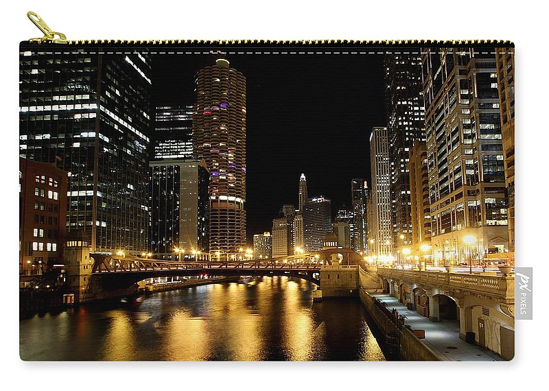 Tranquility Carry-all Pouch featuring the photograph Chicago River by J.castro