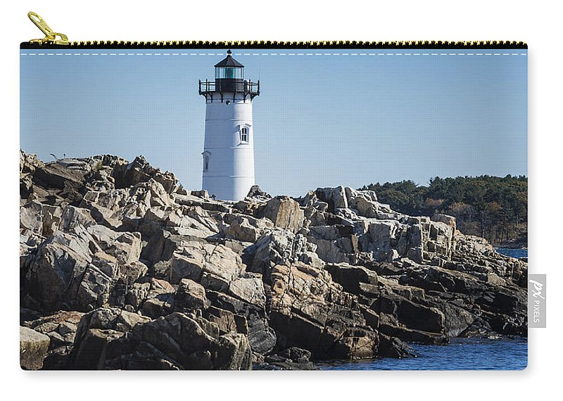 Fort Constitution Light Carry-all Pouch featuring the photograph Portsmouth Harbor Light by John Greim