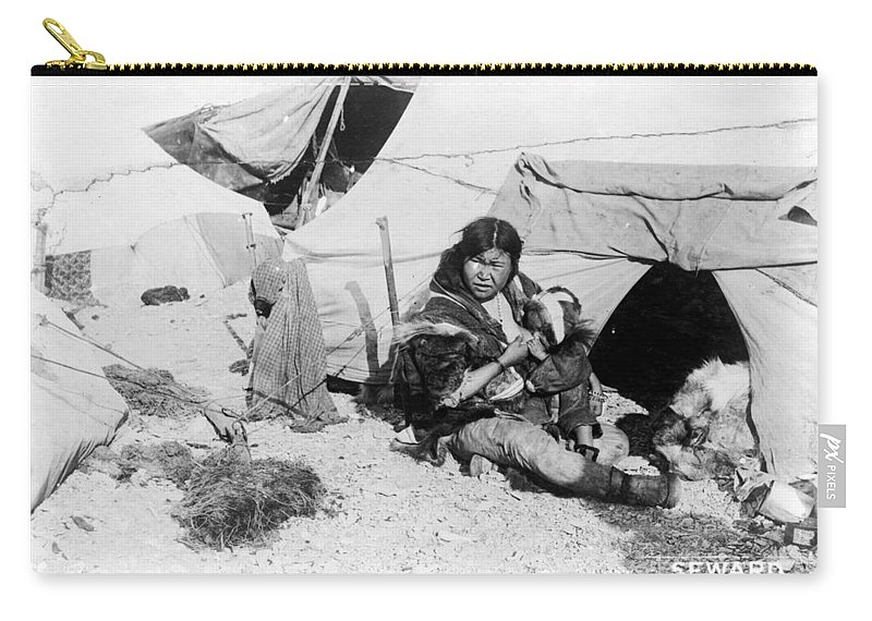 1907 Carry-all Pouch featuring the photograph Eskimo Woman And Child by Granger