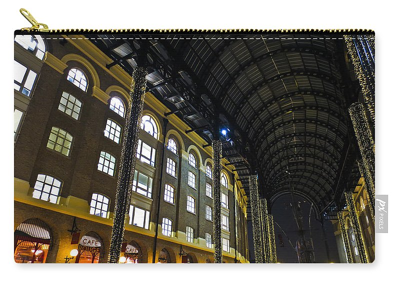 Hays Carry-all Pouch featuring the photograph Hays Galleria London by David Pyatt