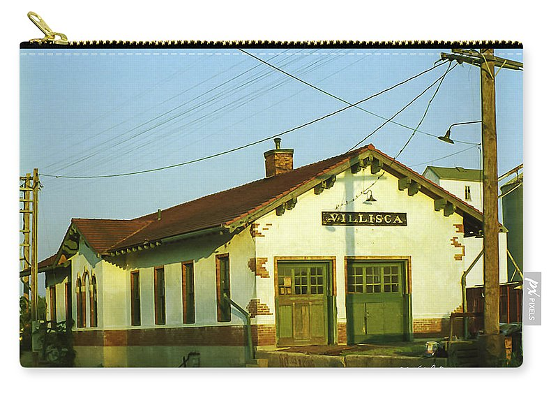 Villisca Ia Carry-all Pouch featuring the photograph Villisca Train Depot by Edward Peterson
