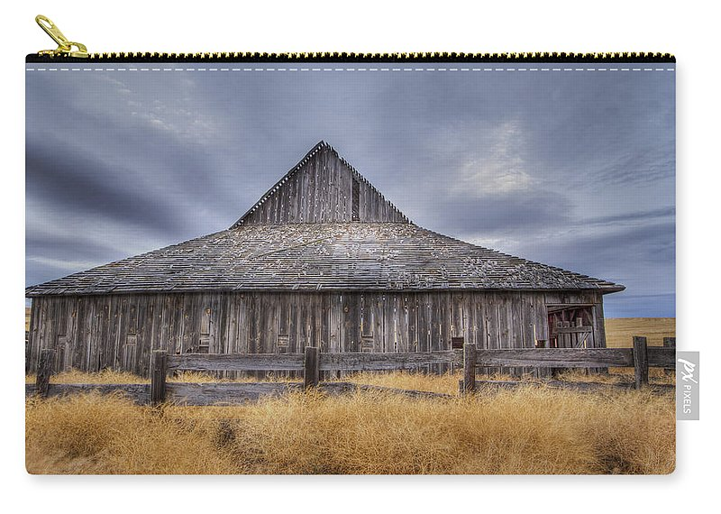 Barn Carry-all Pouch featuring the photograph Aging Gracefully In Wasco County by Jean Noren