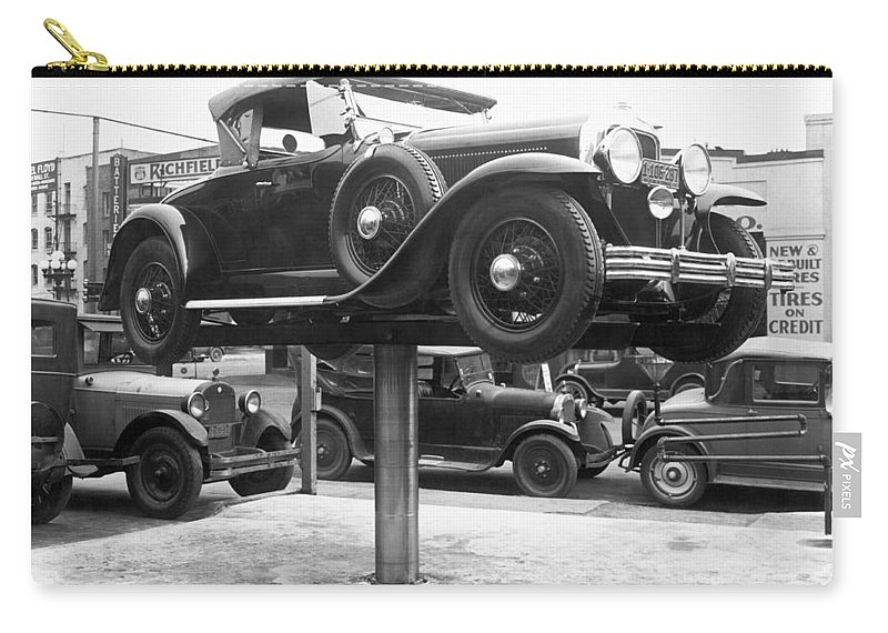 1920's Carry-all Pouch featuring the photograph Auto Repair Shop Lift by Underwood Archives