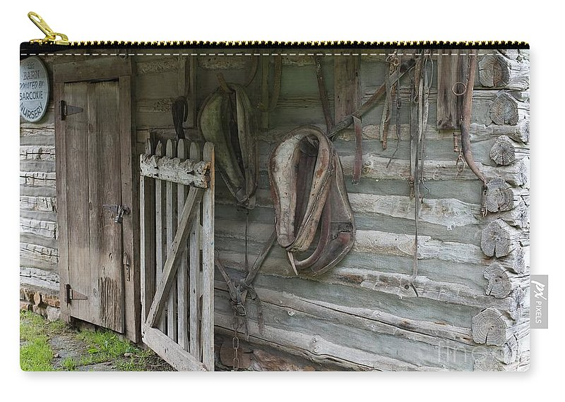 Barn Carry-all Pouch featuring the photograph Barn - Carthage Missouri by Liane Wright