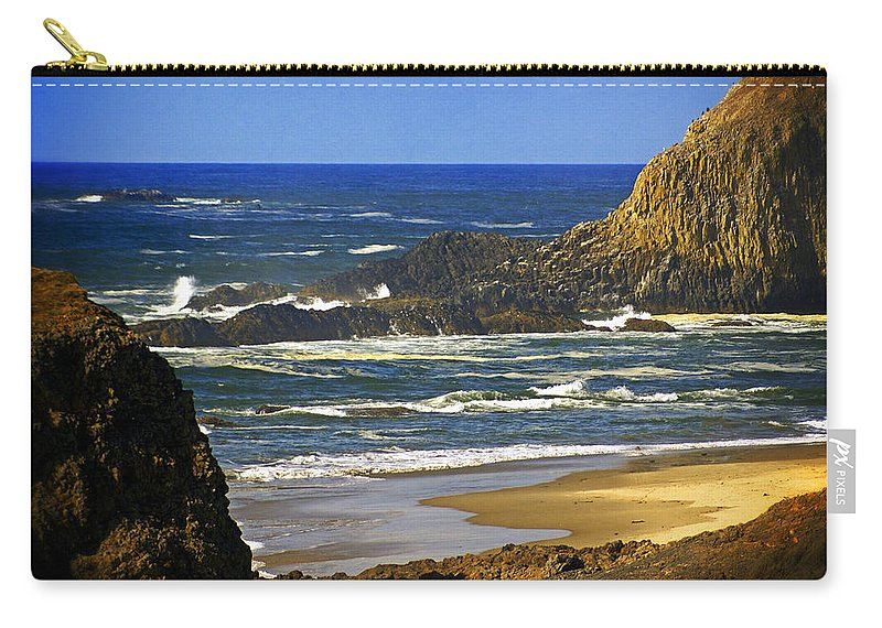 Ocean Carry-all Pouch featuring the photograph Big Head Pointe by Marty Koch