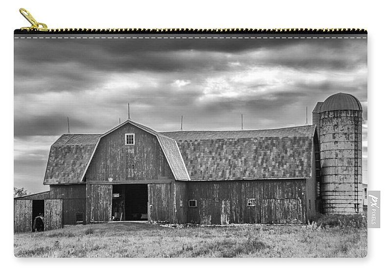 Barn Carry-all Pouch featuring the photograph Big Red 3683b by Guy Whiteley