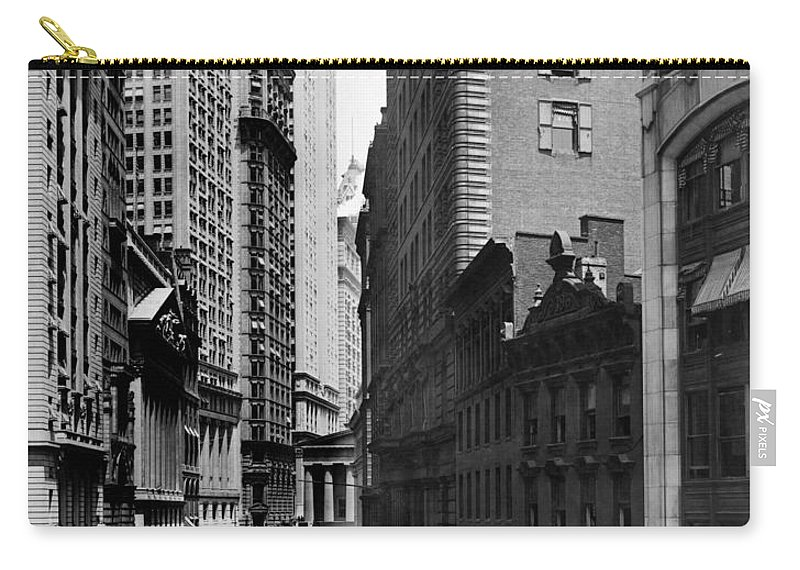 1916 Carry-all Pouch featuring the photograph Broad Street, C1916 by Granger