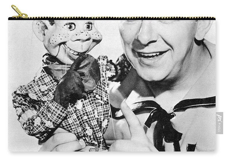 1940's Carry-all Pouch featuring the photograph Buffalo Bob And Howdy Doody by Underwood Archives