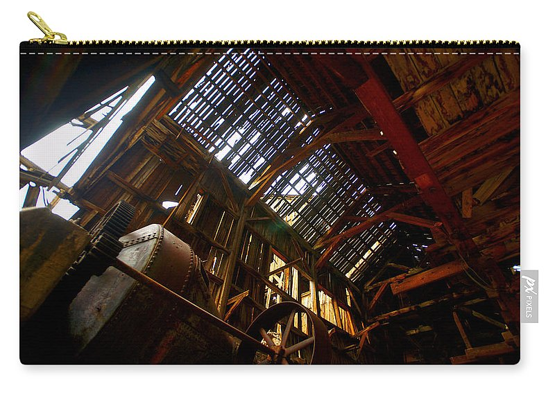 Altitude10k Photography Carry-all Pouch featuring the photograph Champion's Skylight by Jeremy Rhoades