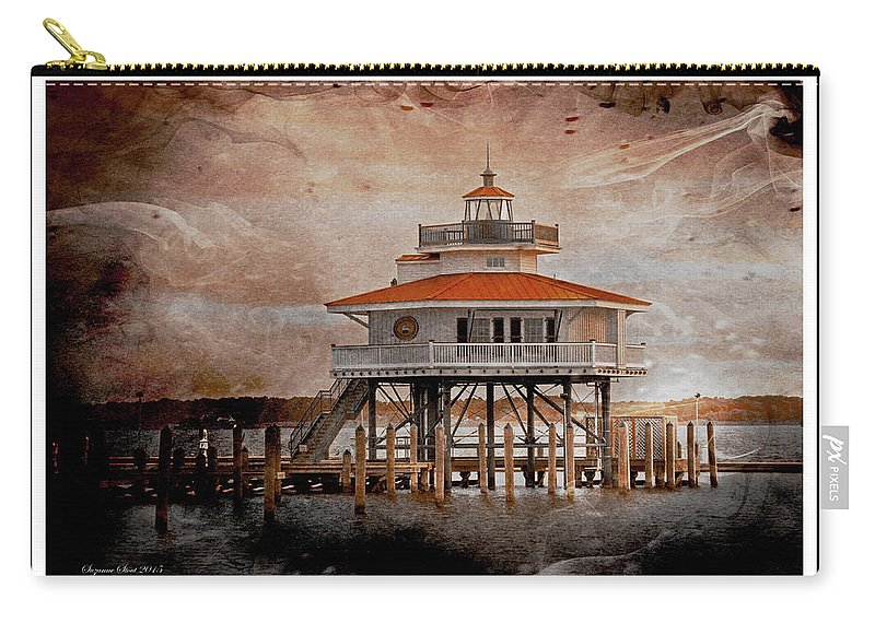 Cambridge Carry-all Pouch featuring the photograph Choptank River Lighthouse by Suzanne Stout