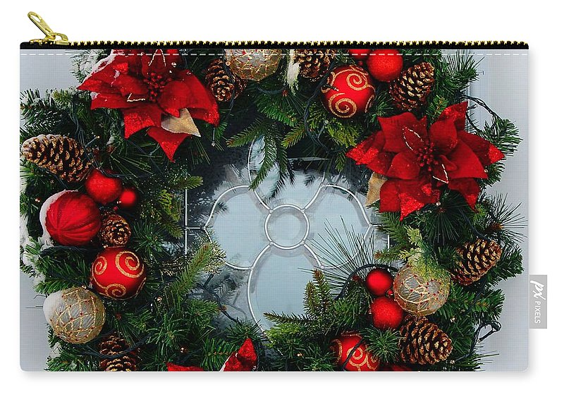 Christmas Wreath Greeting Card Carry-all Pouch featuring the photograph Christmas Wreath Greeting Card by Barbara Griffin
