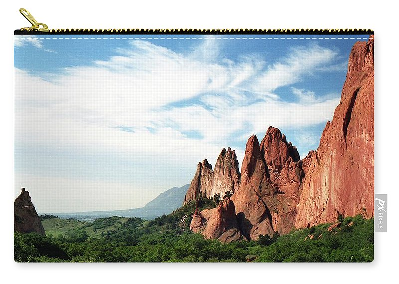 Colorado Carry-all Pouch featuring the photograph Colorado - Garden Of The Gods by Pamela Critchlow