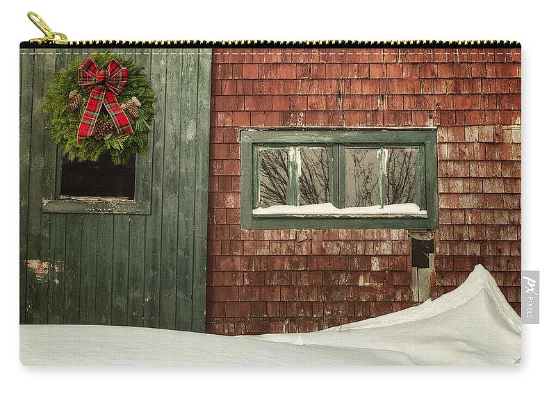 Barn Carry-all Pouch featuring the photograph Country Christmas by Susan Capuano