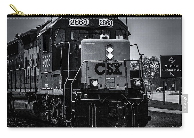 Train Carry-all Pouch featuring the photograph Csx 2668 by Ronald Grogan