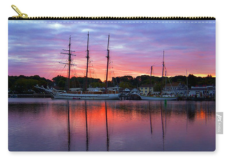 Tall Carry-all Pouch featuring the photograph Daybreak by Joe Geraci