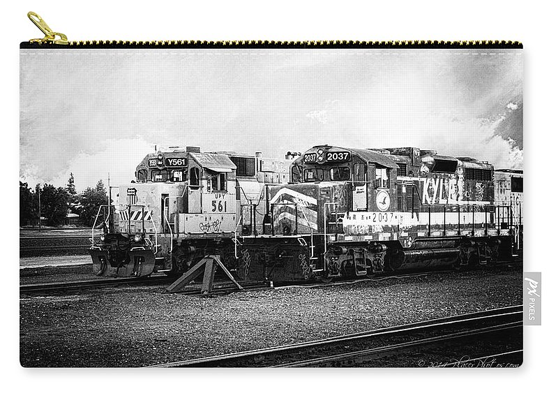 California Carry-all Pouch featuring the photograph Dead-enders by Jim Thompson