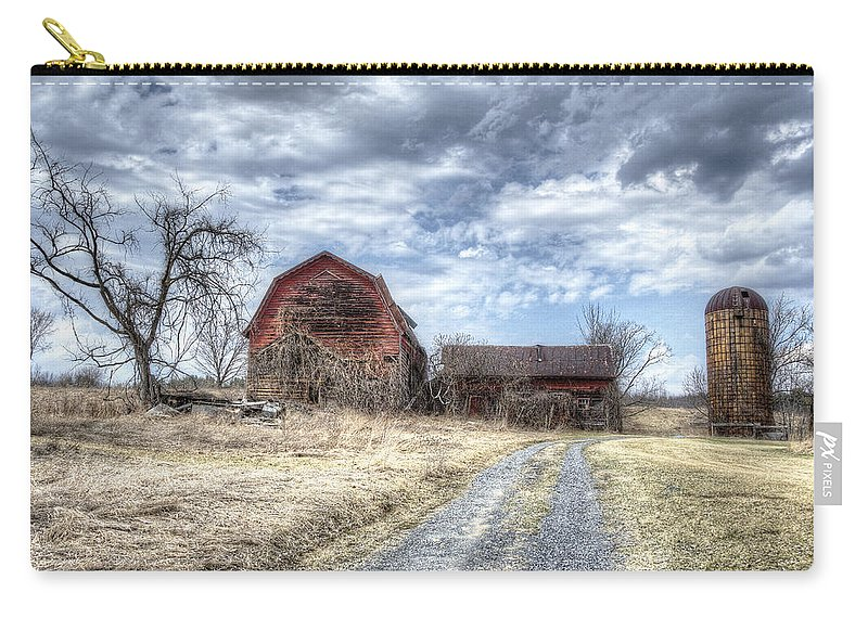 Barn Carry-all Pouch featuring the photograph Dilapidated Barn by Donna Doherty