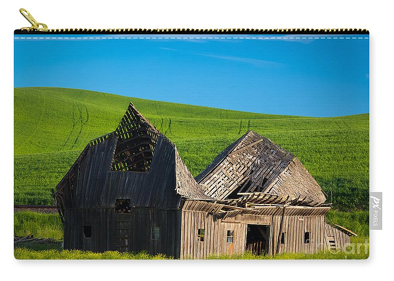 America Carry-all Pouch featuring the photograph Dilapidated Barn by Inge Johnsson