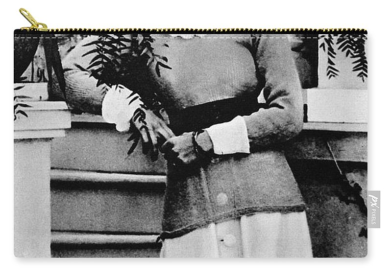 1919 Carry-all Pouch featuring the photograph Duchess Of Windsor (1896-1986) by Granger