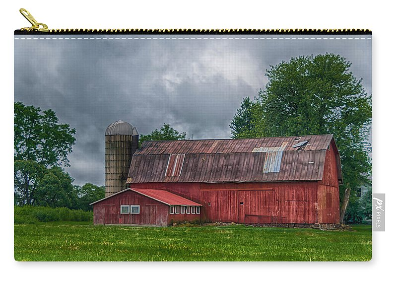 Barn Carry-all Pouch featuring the photograph Erie County Barn 03452 by Guy Whiteley