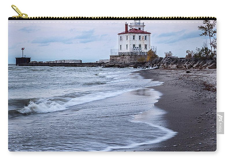 Fairport Harbor Breakwater Lighthouse Carry-all Pouch featuring the photograph Fairport Harbor Breakwater Lighthouse by Dale Kincaid