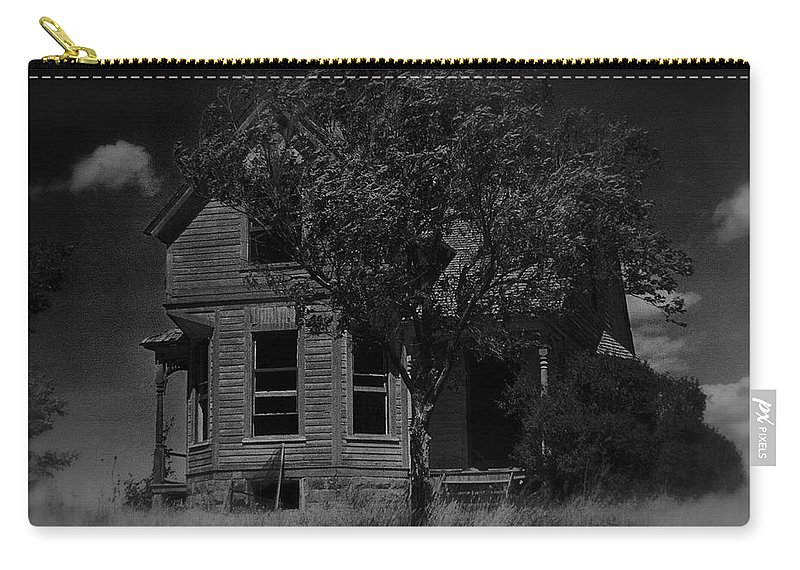 Film Homage Anthony Perkins Janet Leigh Alfred Hitchcock Psycho 1960 Vacant House Black Hills Sd 1965 Carry-all Pouch featuring the photograph Film Homage Anthony Perkins Janet Leigh Alfred Hitchcock Psycho 1960 Vacant House Black Hills Sd '65 by David Lee Guss