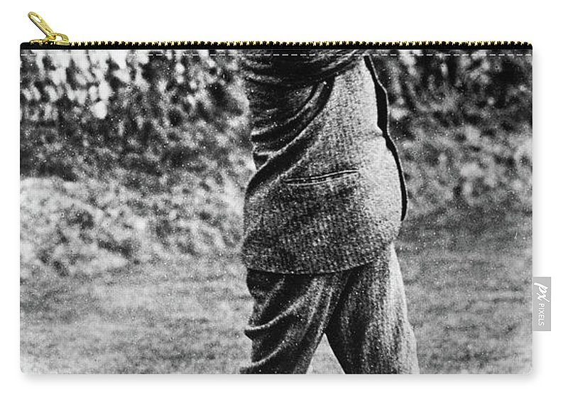 1910 Carry-all Pouch featuring the painting George Vi (1895-1952) by Granger