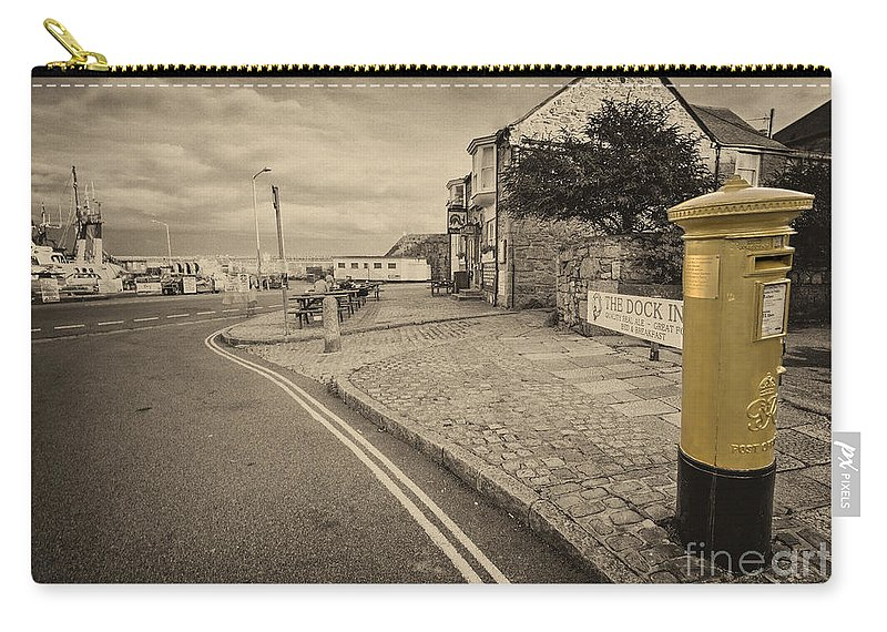 Penzance Carry-all Pouch featuring the photograph Golden Post by Rob Hawkins