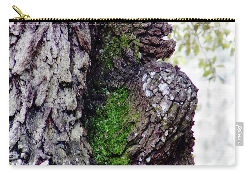 Oak Carry-all Pouch featuring the photograph Gorilla Face In The Tree by D Hackett