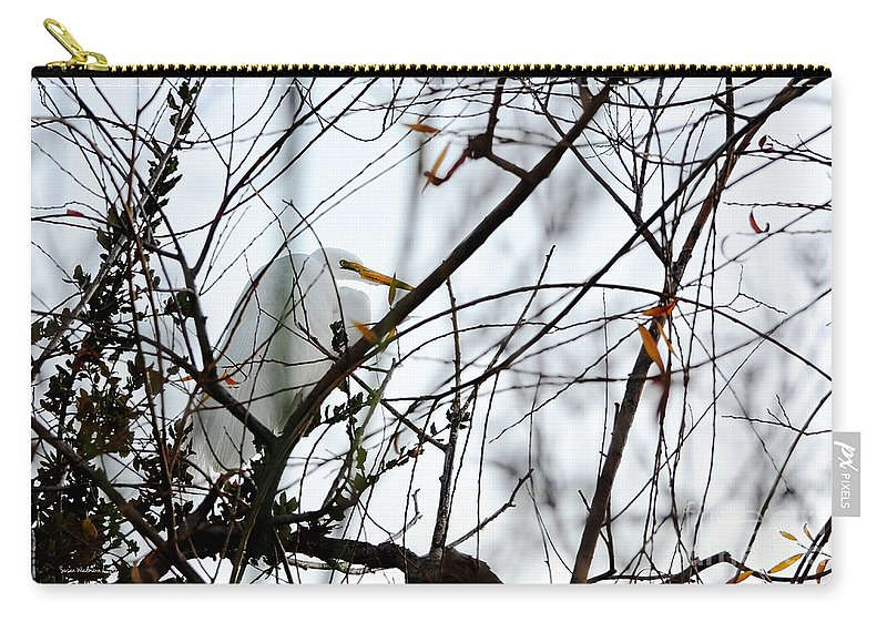 Susan Wiedmann Carry-all Pouch featuring the photograph Great Egret Roosting In Winter by Susan Wiedmann