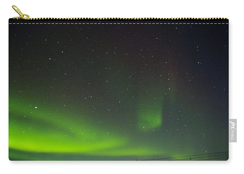 Alaska Aurora Borealis Carry-all Pouch featuring the photograph Green Lady Dancing 17 by Phyllis Spoor