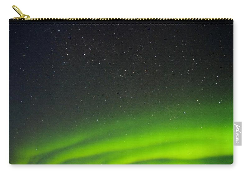 Alaska Aurora Borealis Carry-all Pouch featuring the photograph Green Lady Dancing 18 by Phyllis Spoor