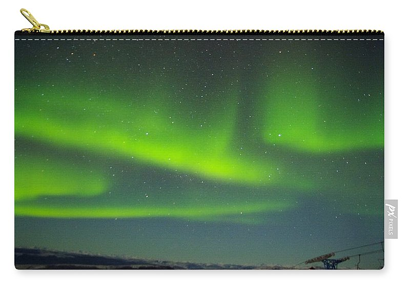 Alaska Aurora Borealis Carry-all Pouch featuring the photograph Green Lady Dancing 24 by Phyllis Spoor