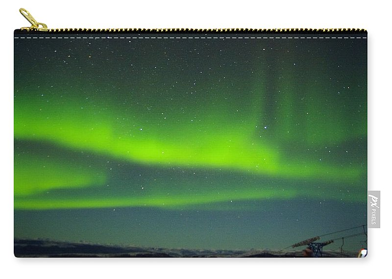 Alaska Aurora Borealis Carry-all Pouch featuring the photograph Green Lady Dancing 25 by Phyllis Spoor